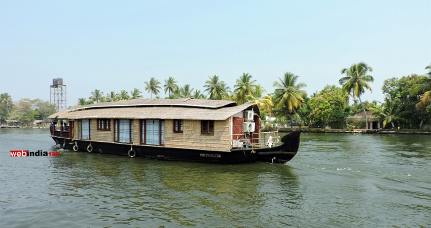 vembanad-lake.jpg
