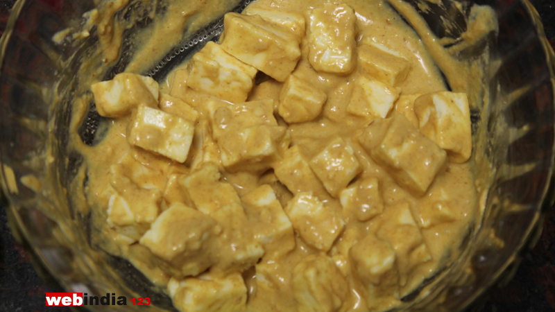 Put the paneer pieces in the paste
