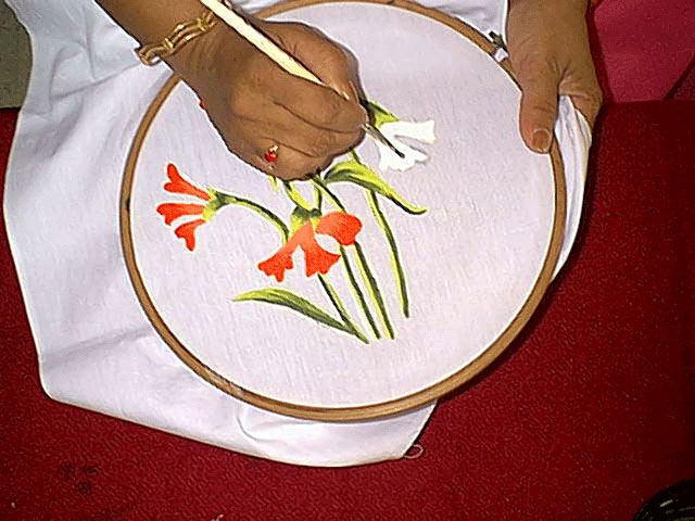 Home crafts glass staining painting at home for Using fabric paint on glass