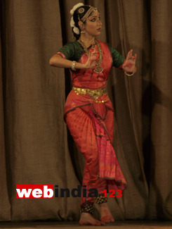 4dd0290d3 The chief musical instruments in Bharata Natyam are the mridangam and a  pair of cymbals. Sometimes veena, violin ,ghatamand flute are also used.