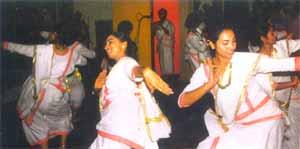http://www.webindia123.com/kerala/images/margam%20kali.jpg