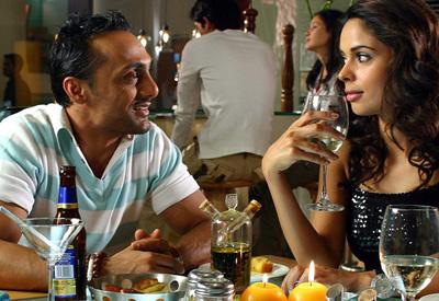 http://www.webindia123.com/movie/stills/pyarki/still3.jpg
