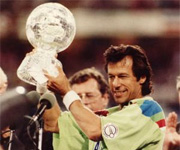 Imran Khan lifts world cup for Pakisthan