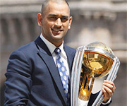 Mahendra Sing Dhoni lifts world cup for India