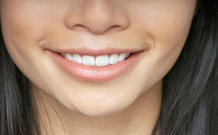Simple Ways To Cure Chapped Lips: 5 Remedies