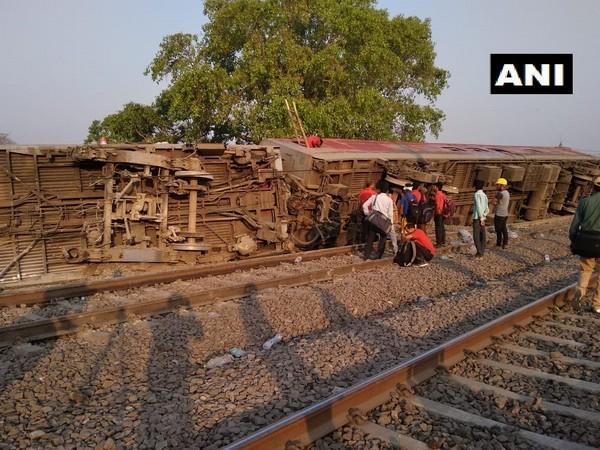 3 injured as 12 coaches of Delhi-bound Poorva Express derails, CRS initiates inquiry
