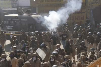It's tense: Police use tear gas, water cannons & farmers pelt stones at Singhu